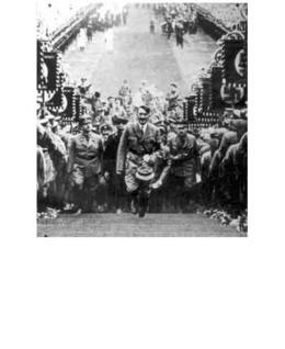 היטלר עולה במדרגות וכובעו בידו